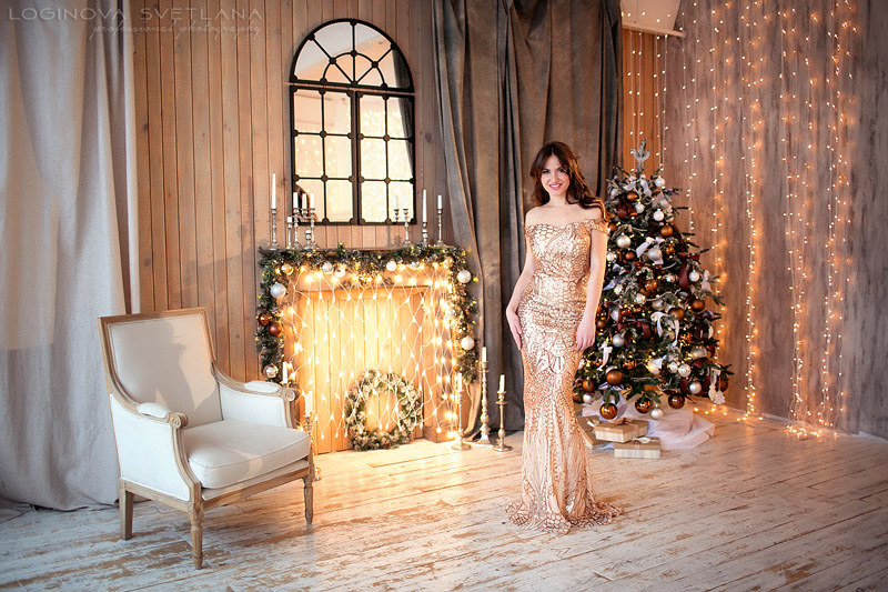 4c23ccda960 Платье напрокат для фотосессии одето на девушке. Профессиональное фото в  полный рост в новогодней студии