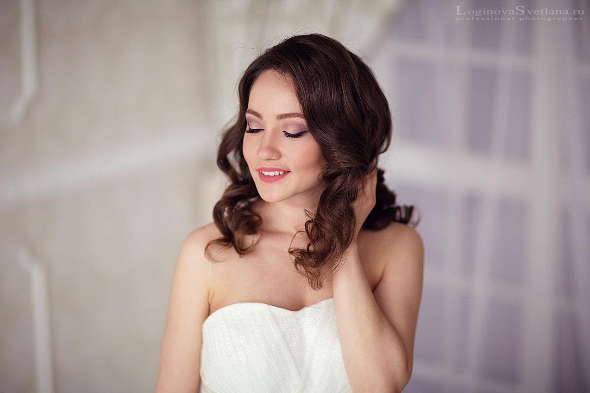 Съемка в фотостудии - это красивые фотографии на свадебной фотосессии в ненастный день.